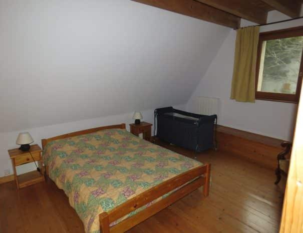 Grande chambre, un lit double